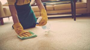 Kako ukloniti fleku od voća sa tepiha